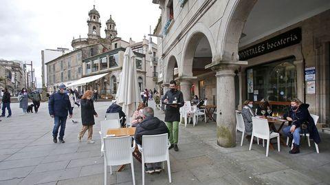 Terrazas llenas en la zona vieja de Pontevedra