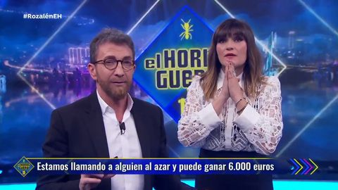 Pablo Motos y Rozalén en un momento de la llamada
