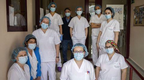 La obligatoria mascarilla es la única protección que tienen que llevar ahora los trabajadores de la residencia San Carlos