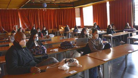 Algunos alumnos de la Facultade de Educación e Traballo Social asistieron de forma presencial, y otros a través de la red