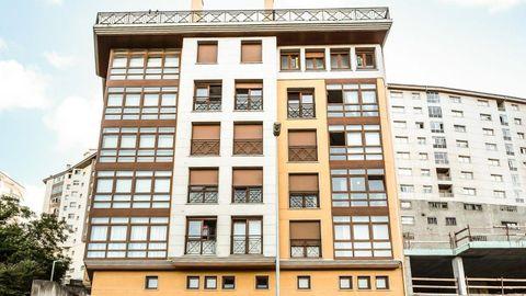 En este edificio de la calle San Eufrasio de Lugo, en el número 110, se venden varios pisos, entre los 68.000 y los 93.000 euros