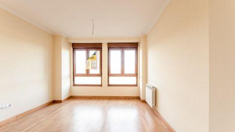 En este edificio de la calle San Eufrasio de Lugo, en el número 110, se venden varios pisos, entre los 68.000 y los 93.000 euros. Vista interior