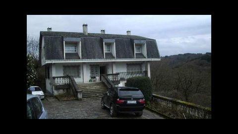 Casa de Anguiera, en Lugo, con vista al Miño, que se construyó en 1990 y se vende por 170.000 euros. Cuatro habitaciones y terraza de 126 metros
