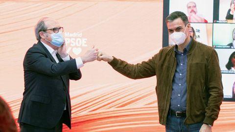 El candidato del PSOE a la Comunidad de Madrid, Ángel Gabilondo, junto al presidente del Gobierno, Pedro Sánchez, en un acto de precampaña