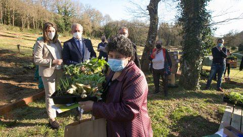 Entrega de material para os hortos urbanos da Deputación de Lugo no Paseo do Rato