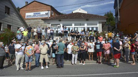 Imagen de archivo de las protestas vecinales del verano pasado para reclamar el restablecimiento del servicio sanitario en Ponte Sampaio