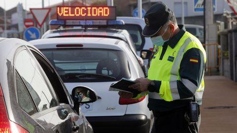 Imagen de un control de velocidad de la Guardia Civil