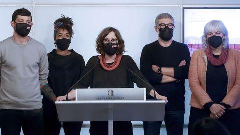 Los diputados de la CUP Xavier Pellicer, Basharat Chqngue, Eulalia Reguant, Carles Riera y Dolors Sabater, este jueves en rueda de prensa