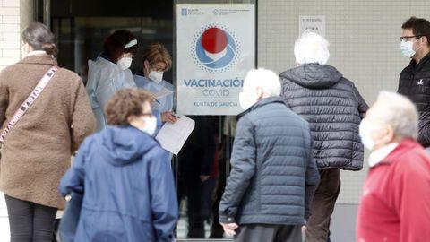 Vacunación contra el covid en el centro de salud de Cambados