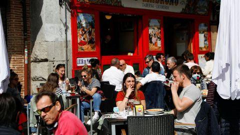 Una terraza de Madrid abarrotada el pasado lunes