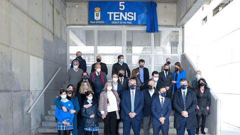 Foto de familia en la puerta Tensi