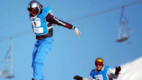 Julie Pomagalski, en segundo término, en la Copa del Mundo de Snowboard celebrada en Finlandia en marzo del año 2002.
