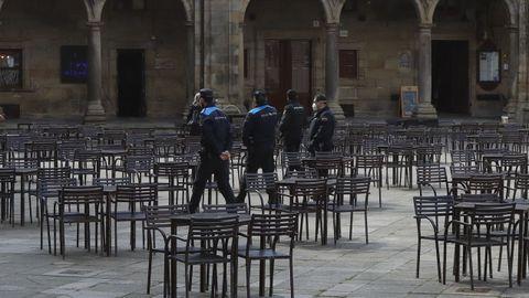 La Policía Local de Santiago realiza controles diarios en viviendas, locales de hostelería y terrazas
