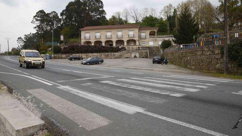 Paso de peatones en la PO-542 que el Concello quiere elevar y la Xunta no se lo permite