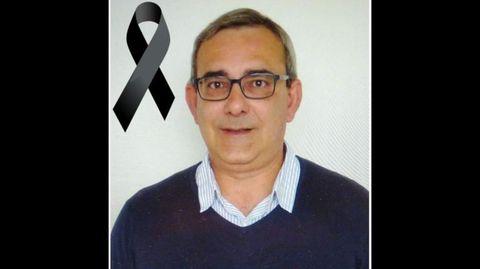 Fotografía de José Alberto García Tobío con un crespón negro publicada por el IES A Pinguela en sus cuentas en las redes sociales