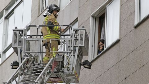 En Vigo trabajan de 12 a 15 bomberos por turno.