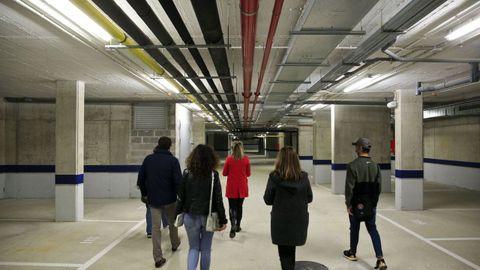 El garaje es una inmensa instalación con cerca de 120 plazas de aparcamiento