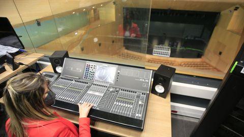 El auditorio cuenta con el equipamiento adecuado a nivel de sonido e iluminación