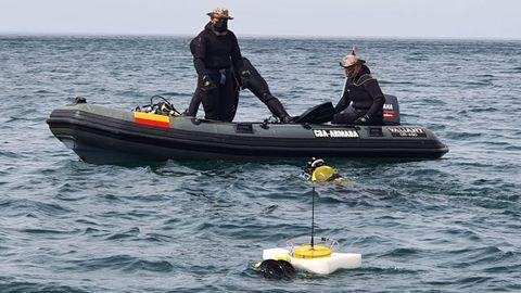 Miembros de la unidad de buceo de Ferrol en el operativo para desactivar la bomba en Pasajes