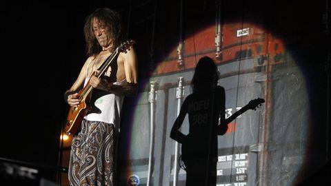 Iniesta durante un concierto de Extremoduro en Vigo en el año 2014