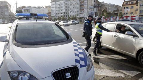 Imagen de archivo de un control realizado por la Policía Local de Ribeira