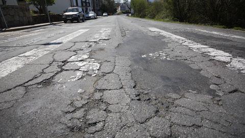 El recorrido de la N-540 está lleno de baches y socavones, más graves entre los concellos de Guntín y Taboada