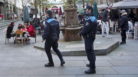 Controles de vigilancia del cumplimiento de medidas anticovid por parte de la Policía Local de Pontevedra