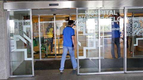 Entrada de consultas del hospital Montecelo, en Pontevedra