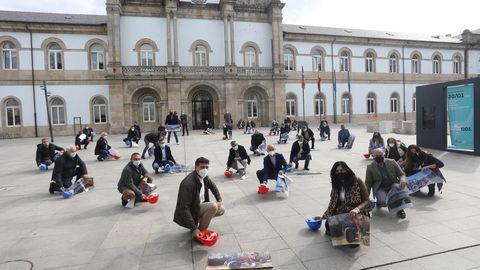 Concentración de alcaldes y cargos del PP delante de la Diputación de Lugo