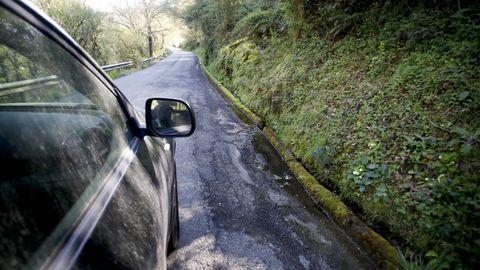 Sin arcenes en la carretera entre Baralla y la A-6 en Neira de Rei