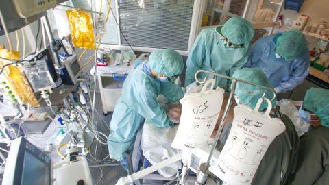 Unidad de cuidados intensivos del Hospital Arquitecto Marcide, de Ferrol