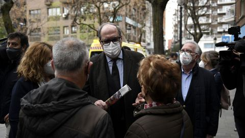 Ángel Gabilondo haciendo campaña para las elecciones madrileñas en Alcorcón