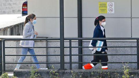 Acceso al hospital Montecelo, en Pontevedra, donde este viernes hay 17 pacientes de covid en planta y dos graves en la uci