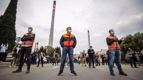 Los trabajadores de la refinería de Repsol en A Coruña protestan contra el ERTE