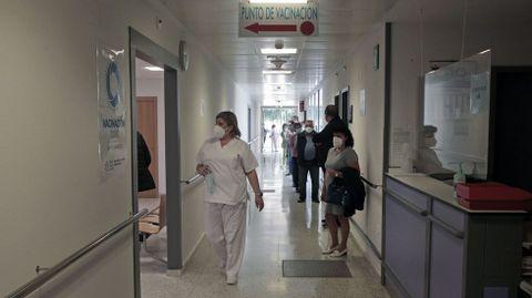 Al me nos dos de los doce contagiados en el brote de A Pobra requirieron tratamiento médico en el hospital, pero ahora ya están en sus casas