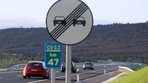 Señal que permite el adelantamiento en un tramo de la CG-2.2, cerca de Monforte