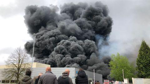 Las llamas estuvieron cerca de las instalaciones de El Progreso