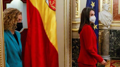 La reina y Meritxell Batet entran en el salón de los Pasos Perdidos del Congreso