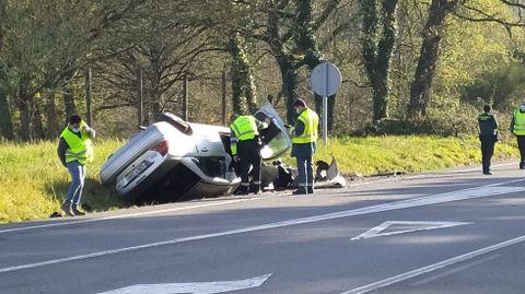 El coche quedó volcado en la N-VI