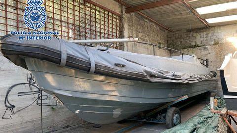 Una de las embarcaciones tiene 15 metros de eslora y se le pueden acoplar hasta cuatro motores
