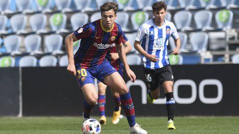 Esta temporada, aún juvenil, dio el salto al Barcelona B, en donde se  hizo indiscutible.