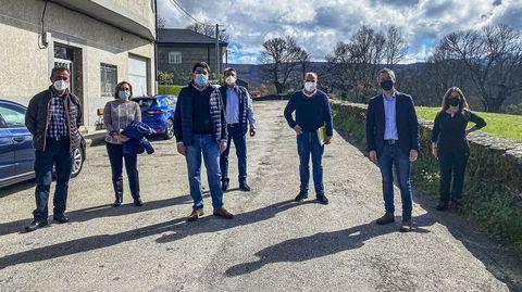 Pablo Pérez visitó la carretera de Santo Agostiño con el grupo de gobierno de Viana do Bolo