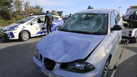 El traslado del coche usado para atropellar a un miembro del clan rival frente al colegio de As Gándaras
