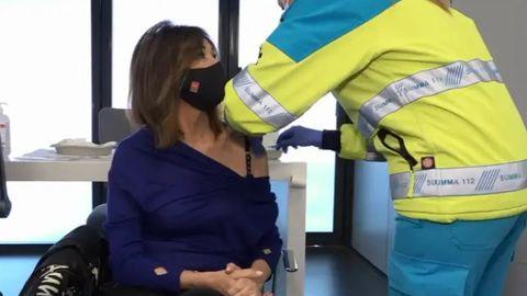 Ana Rosa Quintana recibió la primera dosis de AstraZeneca en el Wanda Metropolitano