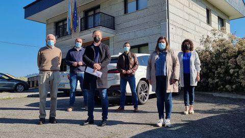 El grupo provincial socialista visitó Beade (en la imagen, en la Rúa do Caudillo)