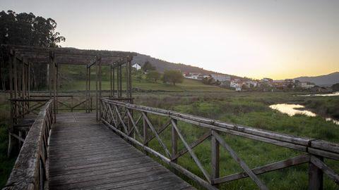 En Noia está cogiendo fama el paseo en el entorno del campo de fútbol municipal, por su vegetación y sus estructuras de madera