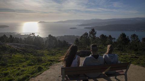El banco del mirador del monte San Lois, en Noia, es uno de los lugares más codiciados para fotografiar