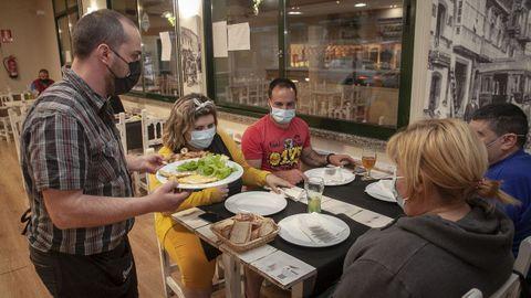 En restaurantes como A Xoca, en Noia, tuvieron clientes para cenar