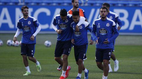 Jugadores del Deportivo durante el último entrenamiento en Riazor