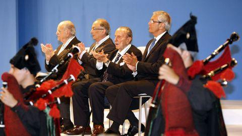 Os expresidentes Albor, Laxe, Fraga e Touriño, durante a entrega das Medallas de Galicia de 2009